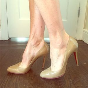 Decolette 868 Louboutins in patent camel